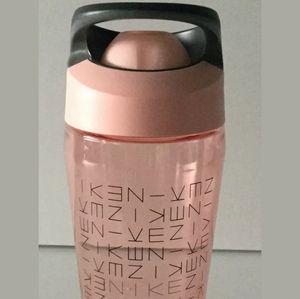Nike TR HyperCharge Rocker Water Bottle Storm Pink
